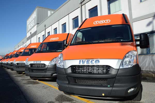 Iveco consegna 115 Daily Natural Power a TNT Express Italy