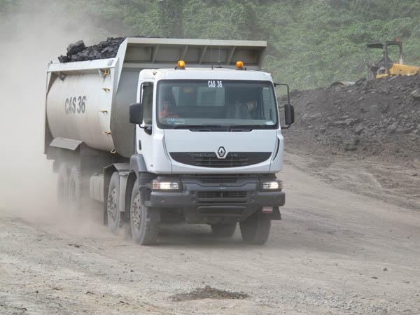 Renault Kerax 8X3 Xtrem con ruote da 24″ è il primo veicolo cantiere omologato per utilizzo stradale