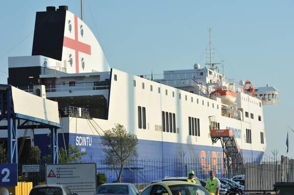 Caro traghetti Sardegna, sospesi i blocchi