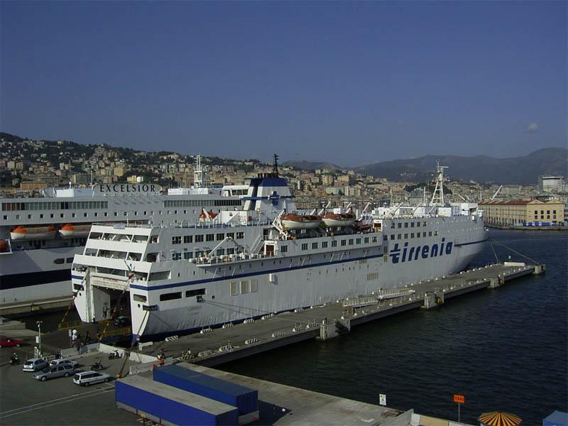Porti: sit in e blocchi Sardegna, da camionisti basta a monopolio Tirrenia