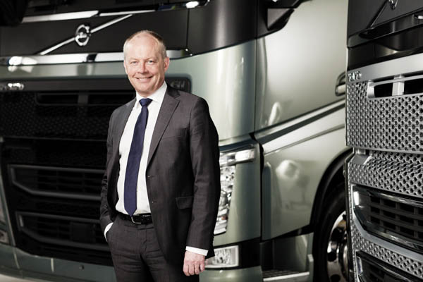 Claes Nilsson, presidente di Volvo Trucks, diventa stuntman