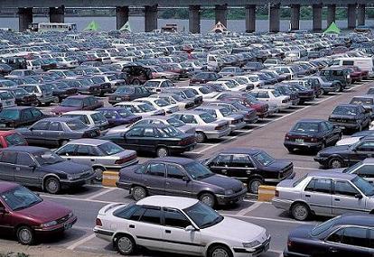 Il mercato auto in Europa continua a calare. Uniche eccezioni Regno Unito e Spagna.
