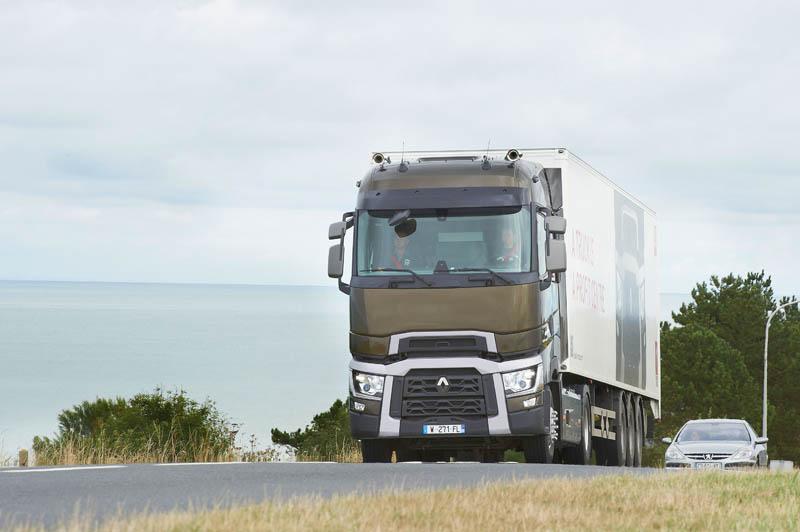 nuove gamme renault trucks un lancio lungo tre mesi. Black Bedroom Furniture Sets. Home Design Ideas