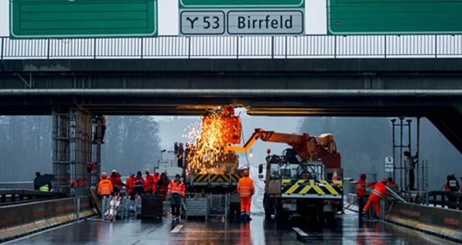 Svizzera, danneggiò cavalcavia, camionista multato