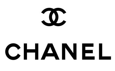Assalto a tir francese con borse e scarpe Chanel