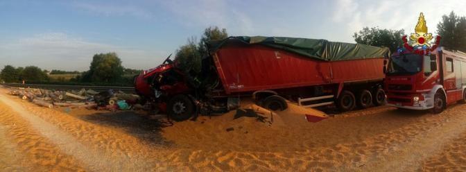 Incidente tra mezzi pesanti su A4, muore camionista