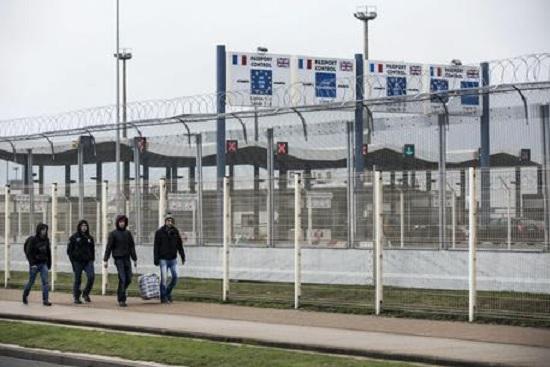 Francia: i camionisti protestano a Calais