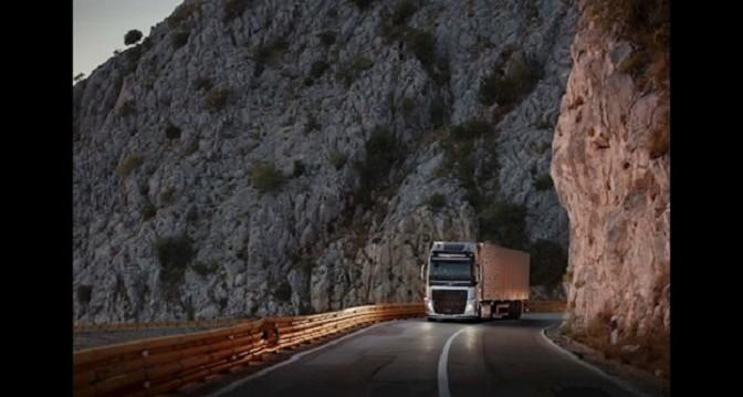 """The Flying Passenger"", il nuovo test live di Volvo Trucks"