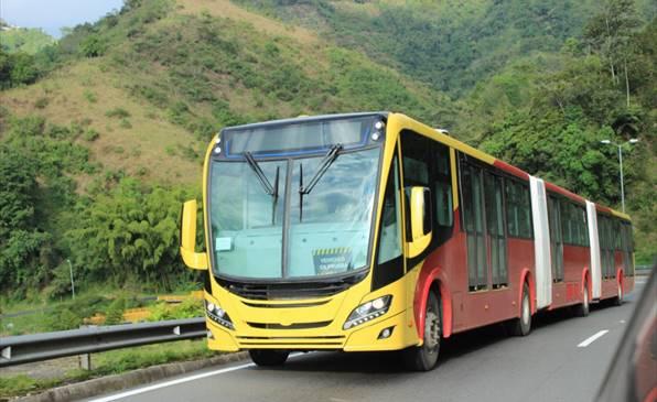 Scania presenta al mondo il primo autobus bi-articolato Euro 6 a gas