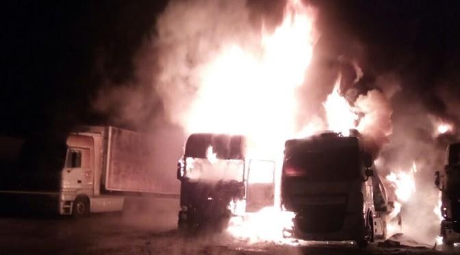 Incendio alla C.A.A.I.R. di Vittoria (RG), a fuoco 4 mezzi, ferito un camionista