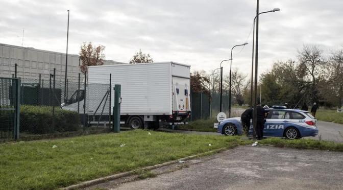 Camion in fuga, scatta l'anti-terrorismo