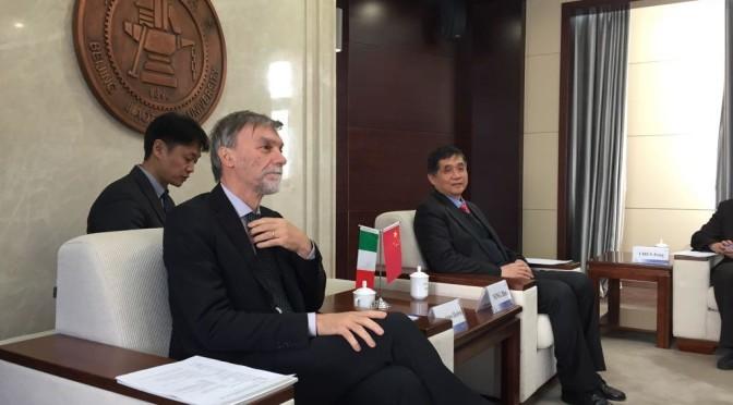 Il ministro Graziano Delrio in Cina: Italia come porta d'Europa