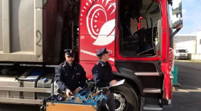 Polstrada di Forlì sanziona due camionisti sul cronotachigrafo