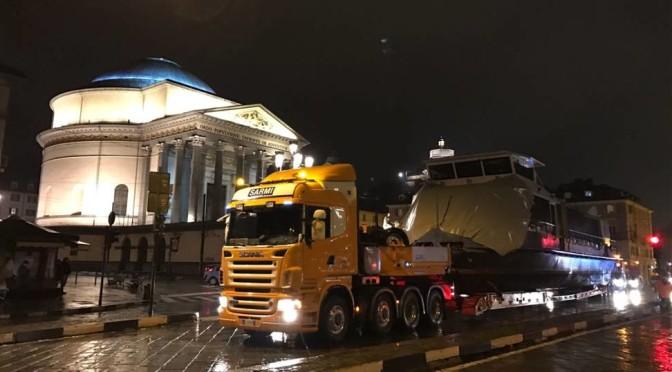 Scania e Sarmi:trasporto eccezionale del battello Valentino nel cuore di Torino