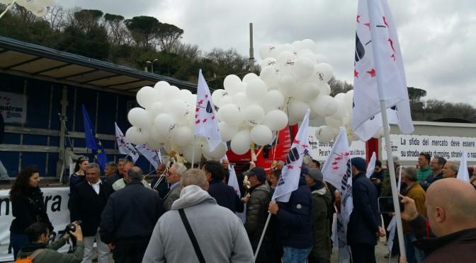 """""""Una giornata di lotta e di unità per sostenere le ragioni dell'autotrasporto italiano"""""""