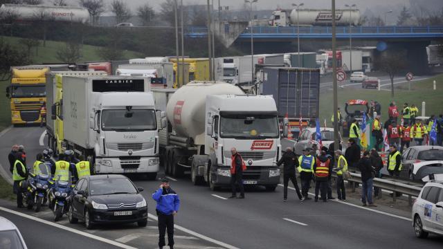 Francia, blocchi stradali contro esclusione dalle norme UE sul distacco
