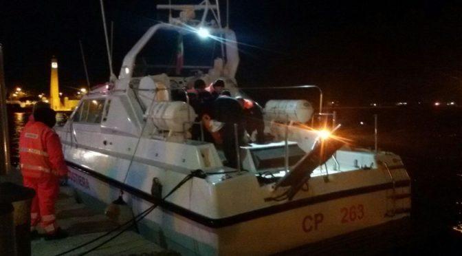 Ferito dopo una caduta sul traghetto, camionista soccorso in mare