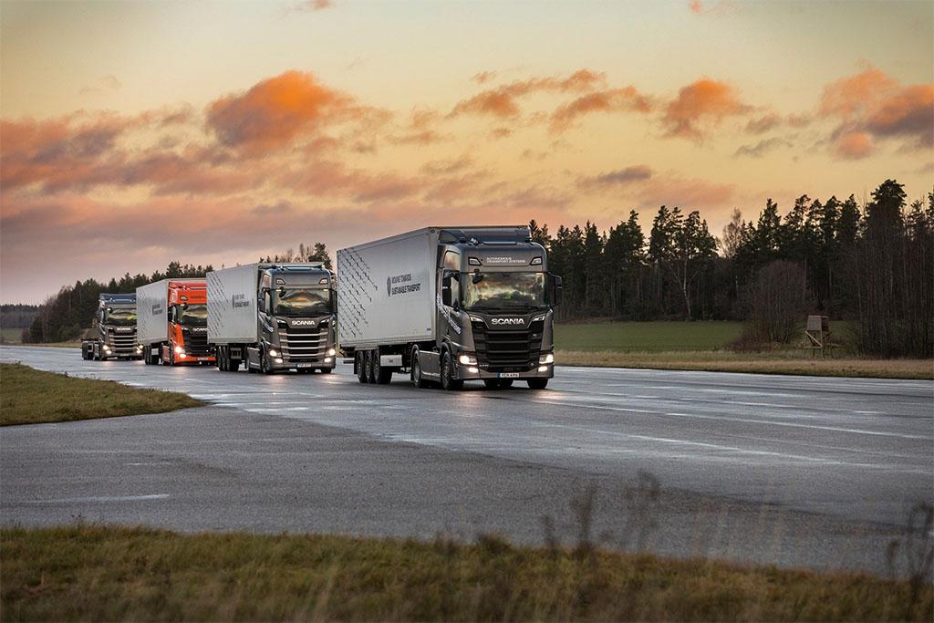 """Scania implementa il """"platooning"""" a guida semi-autonoma su strade pubbliche"""