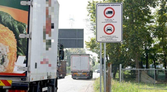 Imboccano il ponte che non potrebbero percorrere: multati 44 camionisti in una settimana