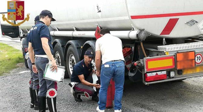 Estintori non revisionati e pneumatici usurati, camionista multato sull'A14