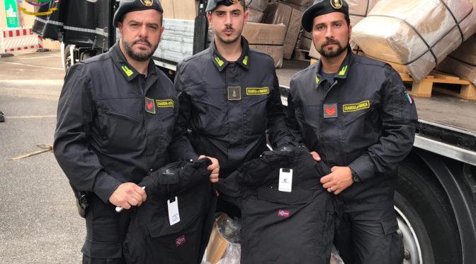 Trasportava merce Napapjri e Blauer contraffatta dall'Ungheria a Napoli: fermato autoarticolato nel Comasco