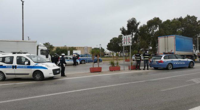 Controlli ai camion del mercato ortofrutticolo di Vittoria (RG): numerose sanzioni
