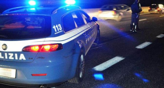 Camion carico di frutta contromano sulla E45: Polizia evita la tragedia