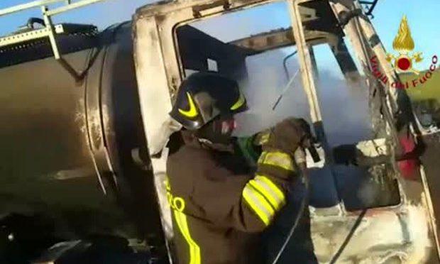 Sostegno al camionista sardo a cui è stato bruciato il mezzo